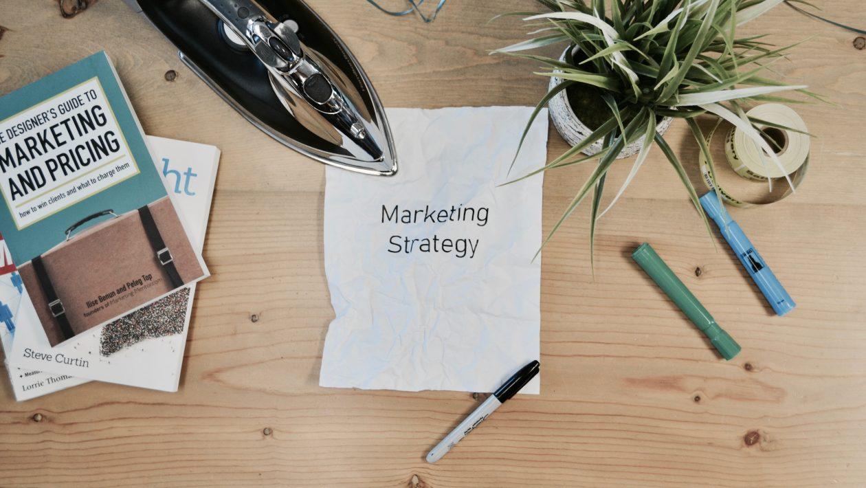 Ile zarabia specjalista ds marketingu